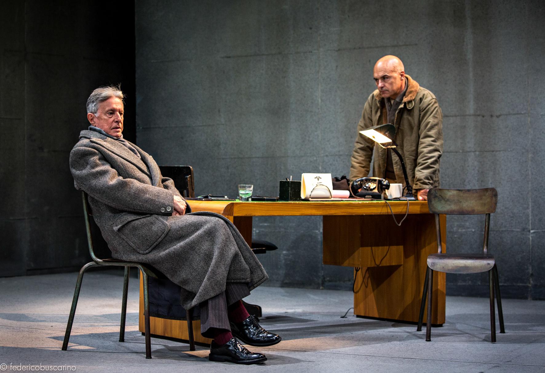 """Massimo De Francovich in scena con Luca Zingaretti in """"La Torre d'Avorio"""""""