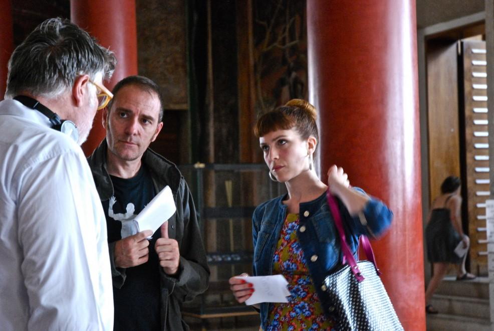 """Valerio Mastandrea con Isabella Ragonese e Carlo Mazzacurati sul set de """"La Sedia della Felicità"""""""