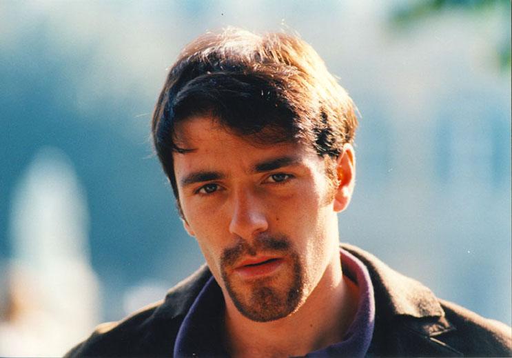 """Valerio Mastandrea in """"Tutti giù per Terra"""" di Davide Ferrario (1997)"""