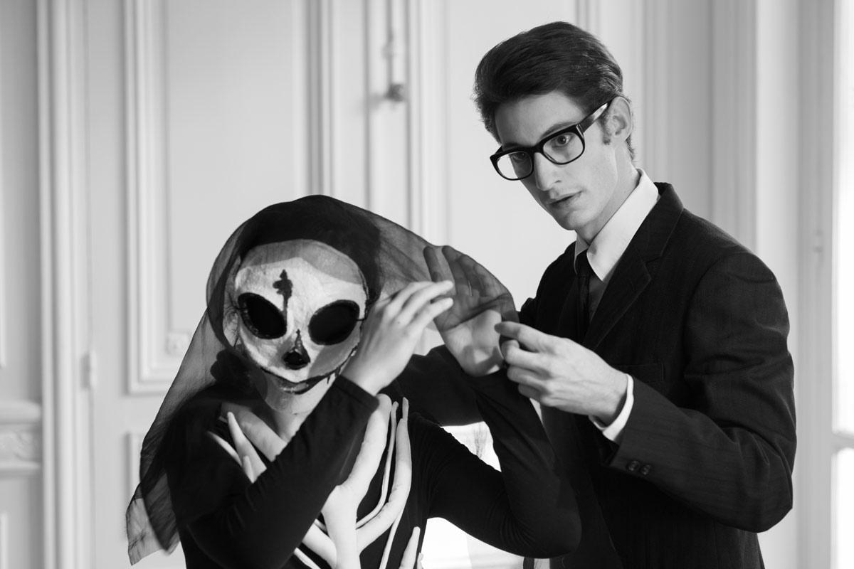 Pierre Niney nei panni di Yves Saint Laurent nell'omonimo film di Jalil Lespert