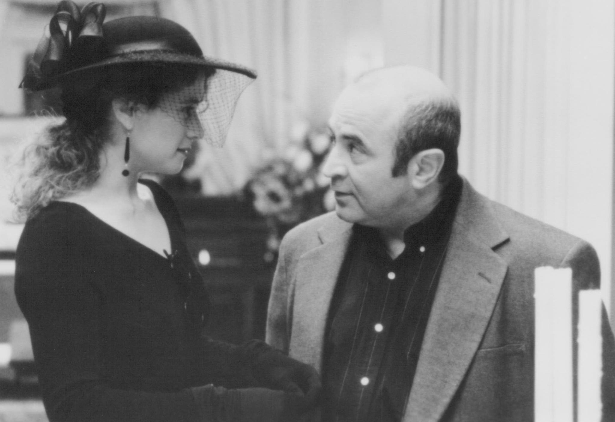 picture-of-bob-hoskins-and-nancy-travis-in-passed-away-1992--large-picture