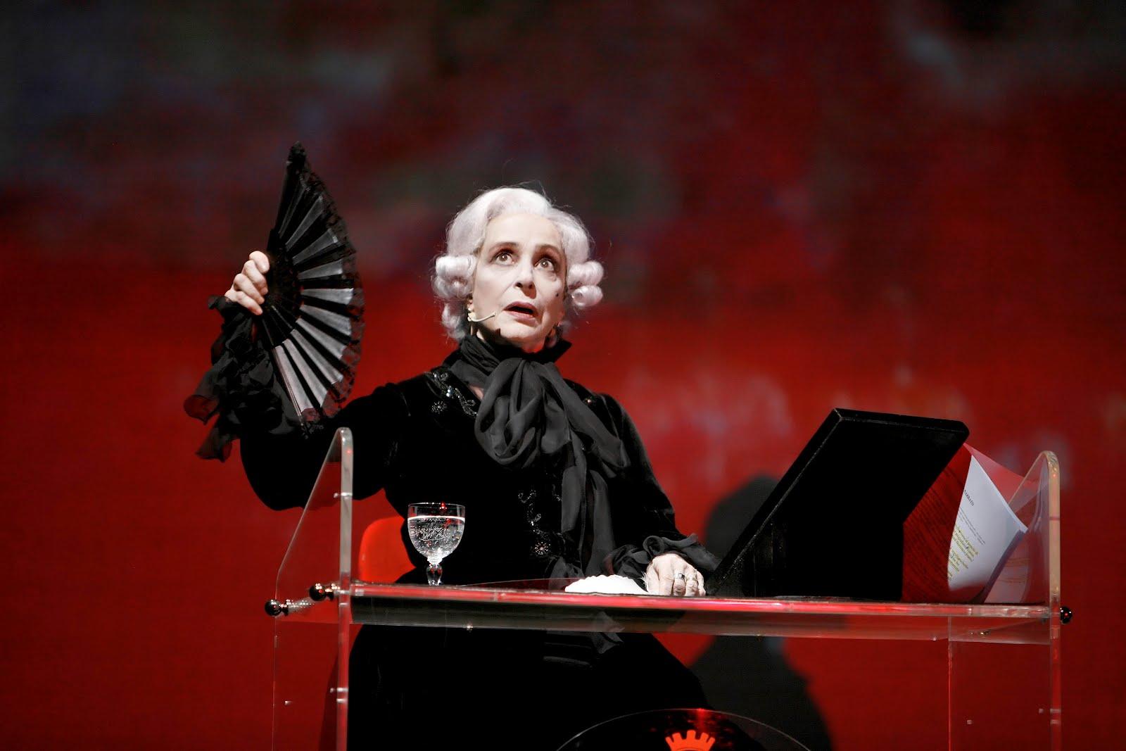 """Sul palcoscenico con il """"Candide"""" di Voltaire (foto Luciano Romano)"""