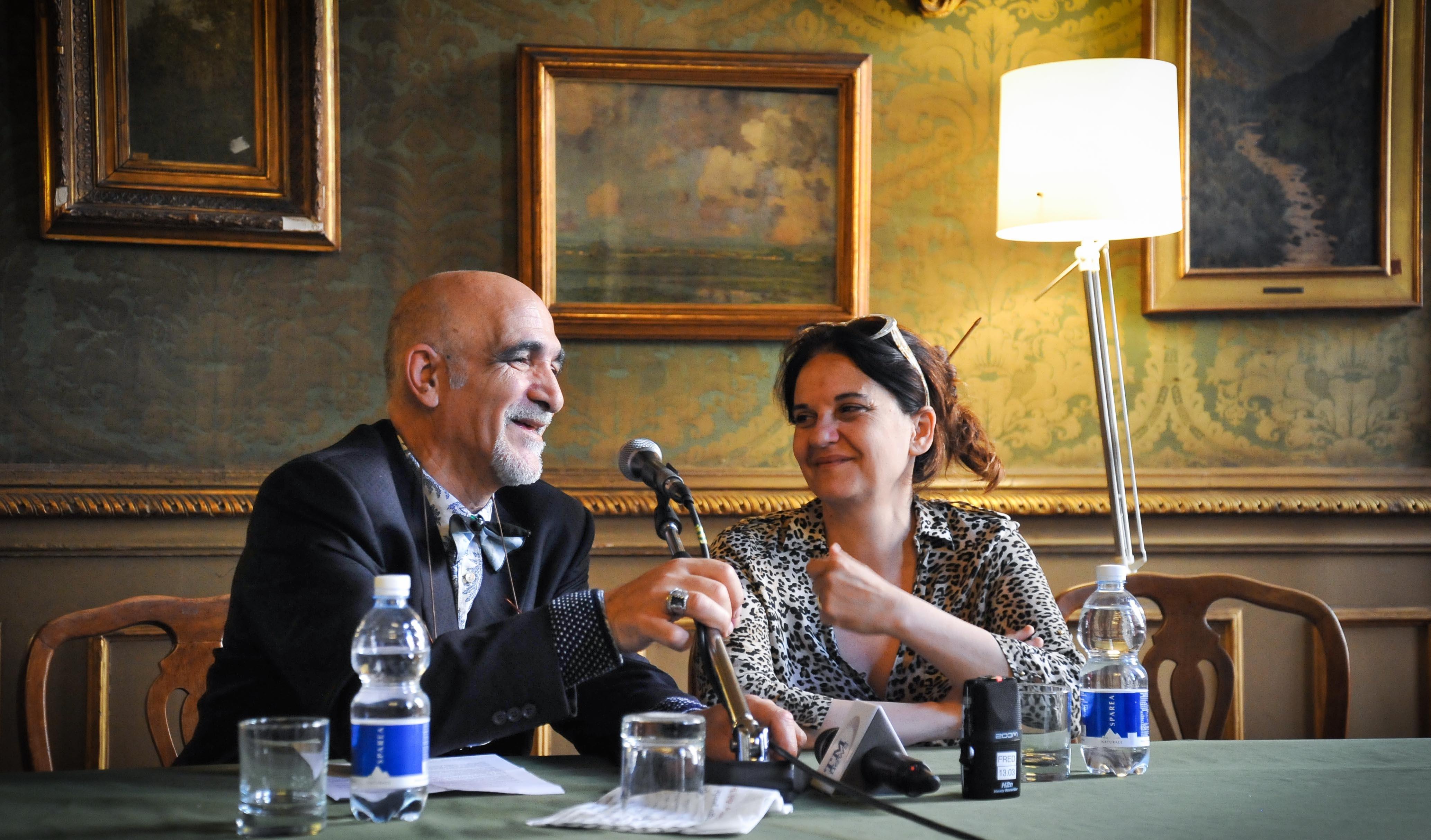 """Il Direttore Giovanni Minerba con l'attrice e regista Emma Dante, premiata con il """"Dorian Grey"""" (foto Dario Gazziero)"""