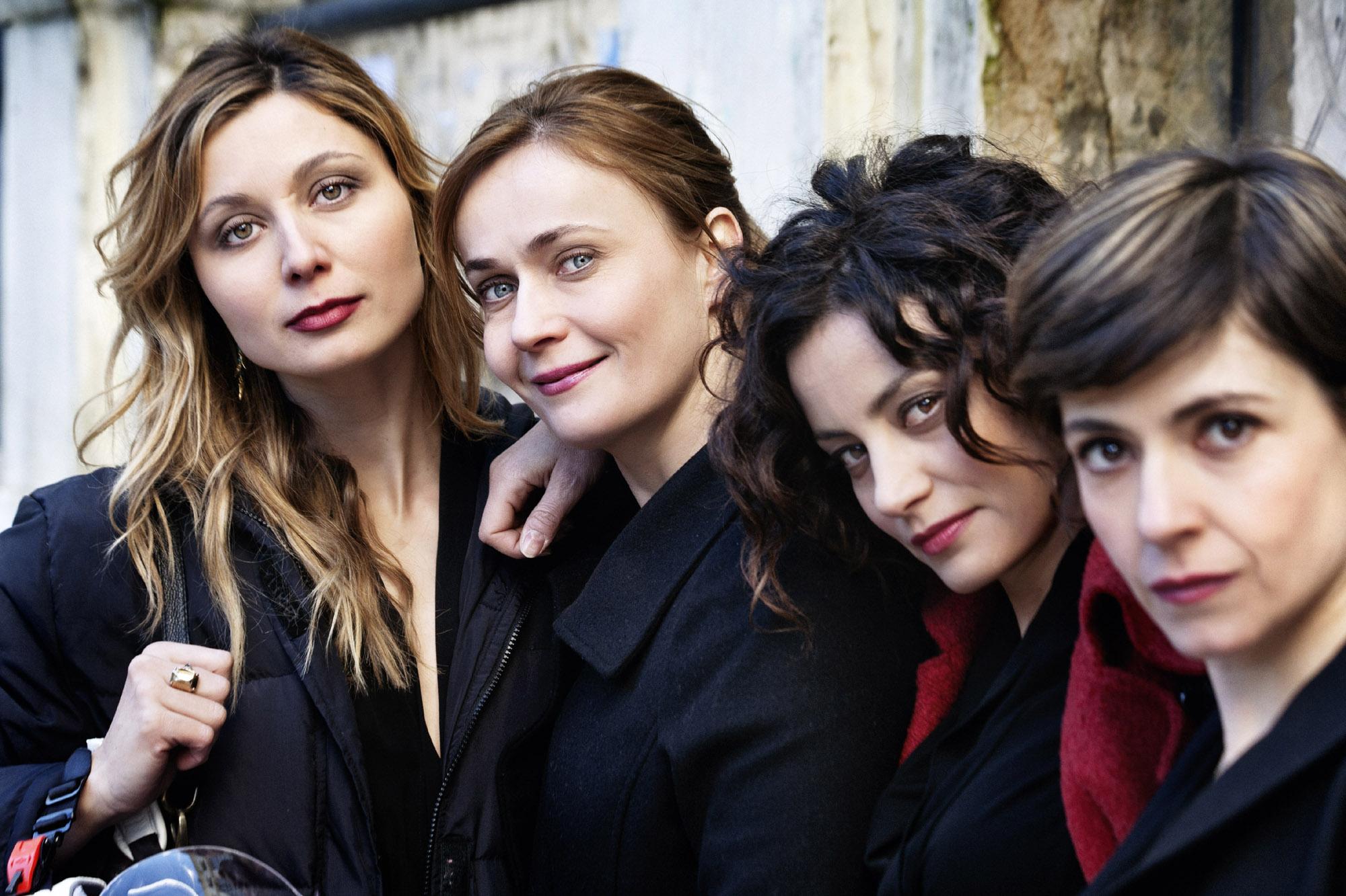 Le protagoniste: Lucia Mascino, Maria Sciarappa, Alessia Barela, Anna Ferzetti, Vanessa Compagnucci (foto Angelo Turetta)