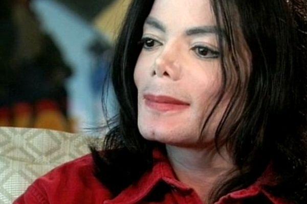 "Jackson durante l'intervista con Bashir che fece scalpore (""Living With Michael Jackson"", 2002)"