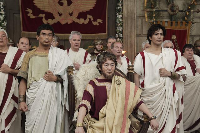 L'imperatore Adriano e altre comparse in una scena girata a Cinecittà