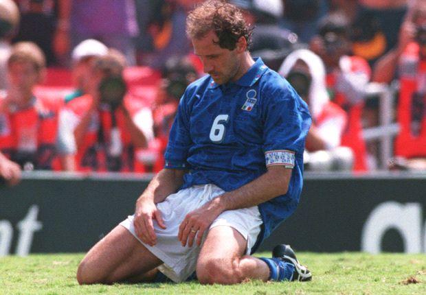 Franco Baresi dopo il rigore sbagliato in finale contro il Brasile a Usa 94