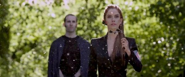 Chiara in una scena della serie