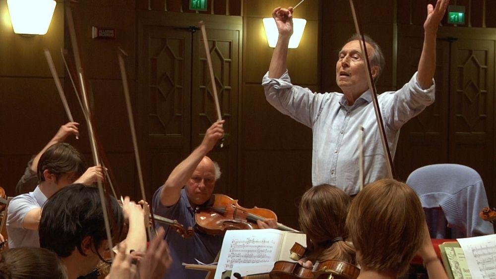 """""""L'Orchestra. Claudio Abbado e i musicisti della Mozart"""""""