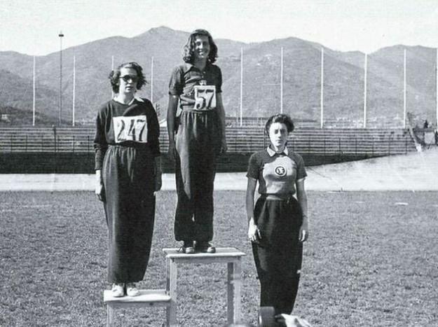 Una giovane Margherita Hack campionessa nel salto in alto