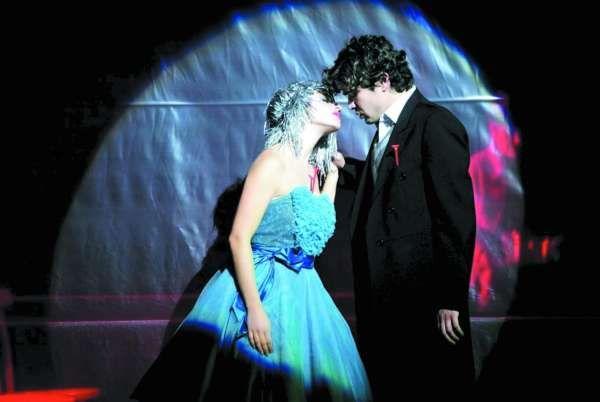 Riccardo Scamarcio e Deniz Ozdogan a teatro