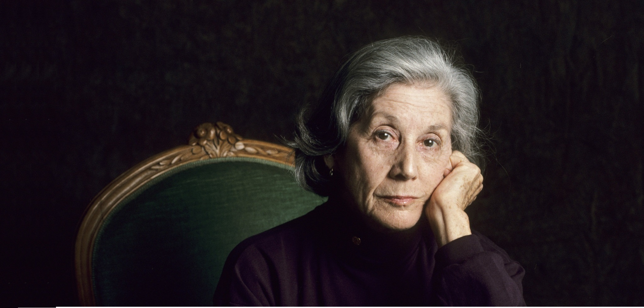 PARIS;FRANCE - JANUARY 25: South African author Nadine Gordimer poses while in Paris,France to promote her book on the 25th of January 1993. (Photo by Ulf Andersen/Getty Images)