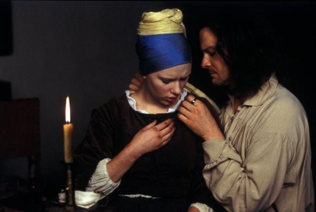 """Scarlett Johansson e Colin Firth ne """"La Ragazza con L'Orecchino di Perla"""" (2003)"""