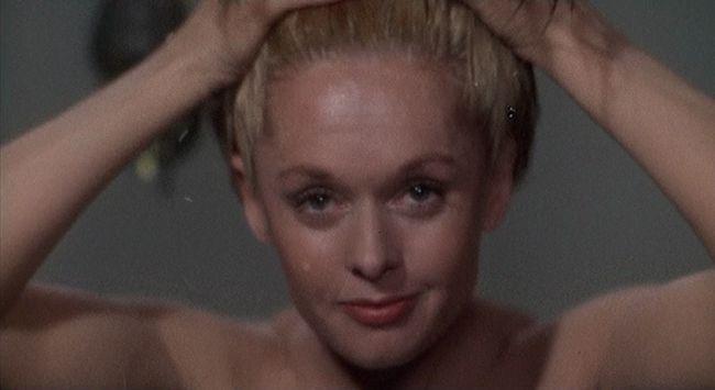 Il cameralook di Marnie che si tinge i capelli di biondo