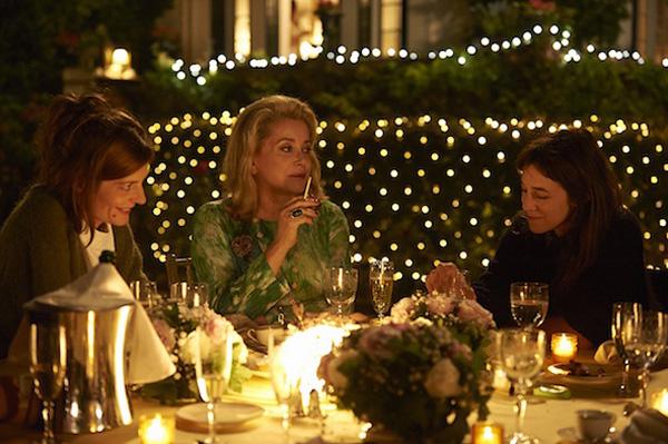 Charlotte Gainsbourg, Chiara Mastroiannni e Catherine Deneuve in 3 Coeurs