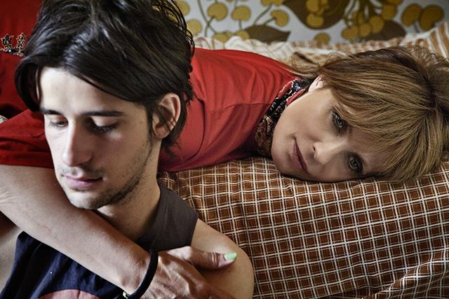 """Clément Métayer e Isabella Ferrari in """"La vita oscena"""""""