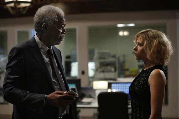 Morgan Freeman con la Johansson