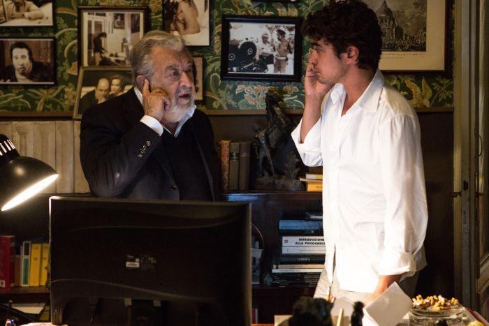 Pupi Avati parla con Riccardo Scamarcio