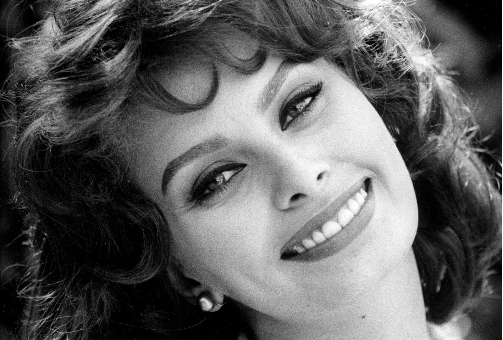 Sophia Loren Wallpapers @ go4celebrity.com