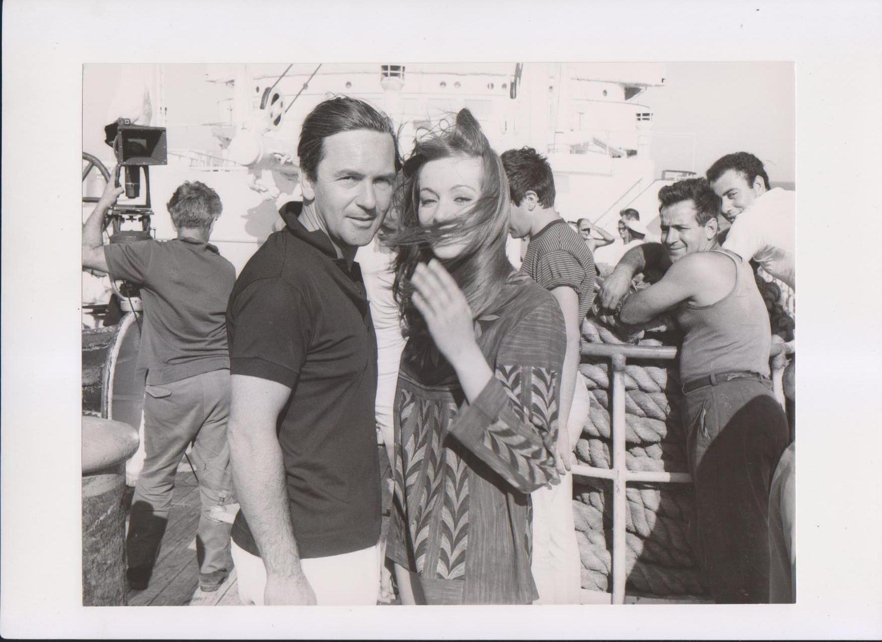 """Cavara e Delia Boccardo in Estremo Oriente sul set di """"Occhio selvaggio"""" (1966) - (Foto archivio privato Pietro Cavara)"""