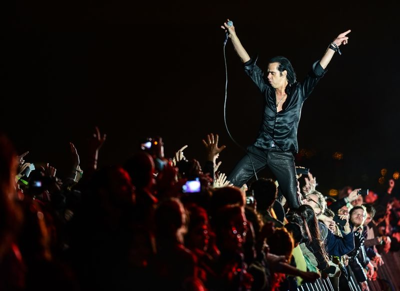 Nick Cave in fase rock sul palco