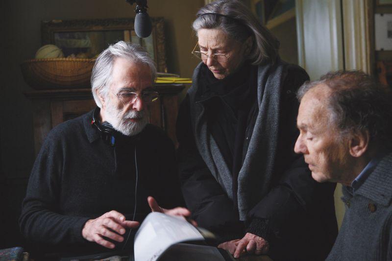 """Michael Haneke sul set di """"Amour"""" con i due protagonisti"""