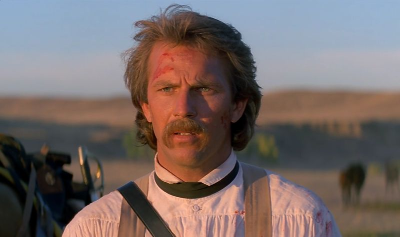 Kevin Costner è il tenente John Dunbar