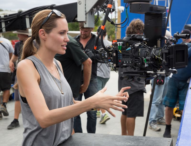 Angelina Jolie sul set (foto di David James)