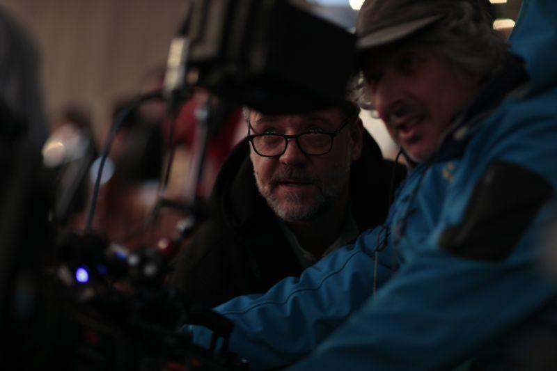 Crowe dirige le riprese del film