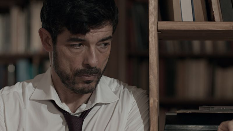 Alessandro Gassmann è Paolo