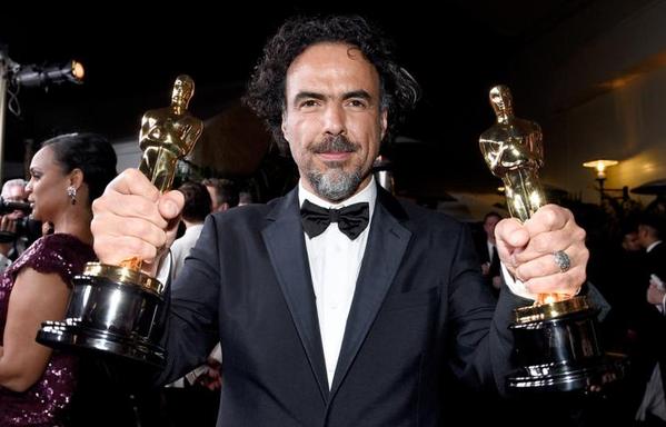 """Alejandro González Iñárritu  alza due Oscar per il suo """"Birdman"""""""