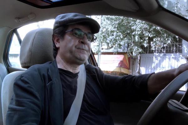 """""""Taxi"""" di Jafier Panahi, Orso d'Oro come Miglior Film"""