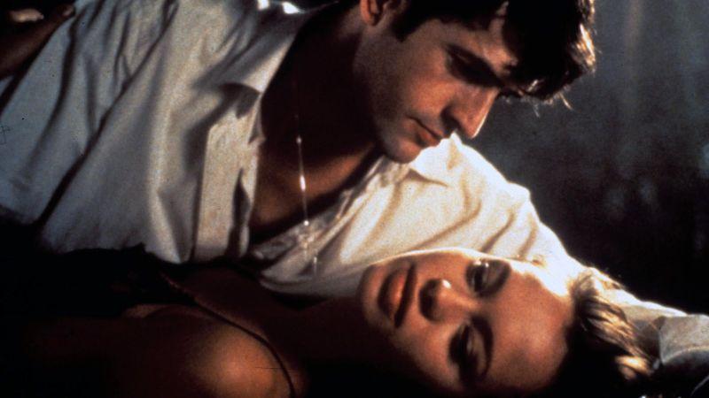 """Rupert Everett e Anna Falchi in """"Dellamorte Dellamore"""" di Michele Soavi (1994)"""