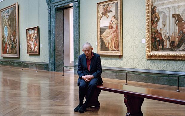 Frederick Wiseman all'interno del museo