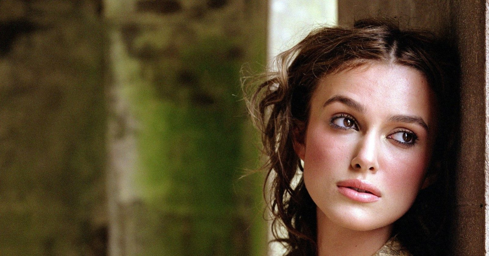 keira-knightley-free-hd-wallpaper-golden