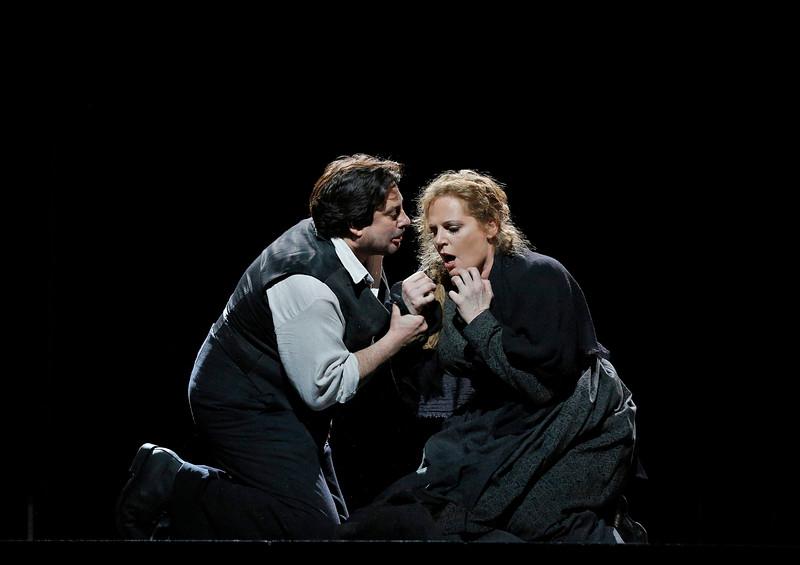 "Eva Maria Westbroek e Marcelo Alvarez in ""Cavalleria Rusticana"" (Foto di Cory Weaver)"