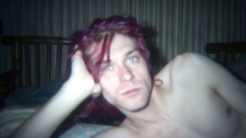 Un'inedita immagine di Kurt Cobain con i capelli rossi
