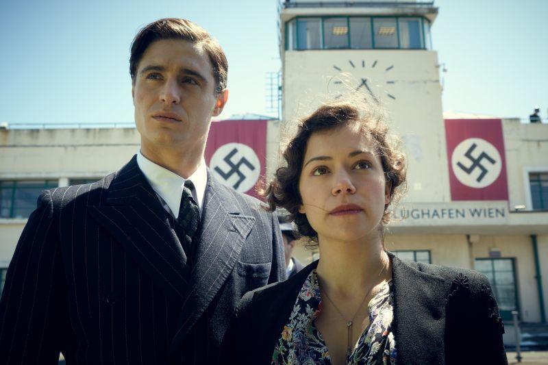 Max Irons e Tatiana Maslany
