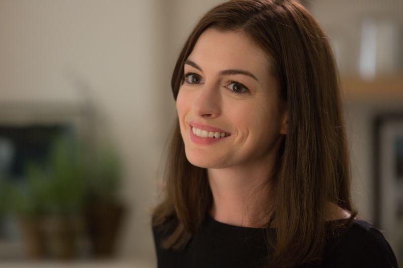 Anne Hathaway è Jules Ostin (foto di Francois Duhamel)