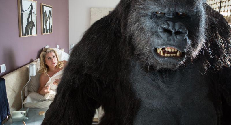 Catherine Deneuve e il Gorilla