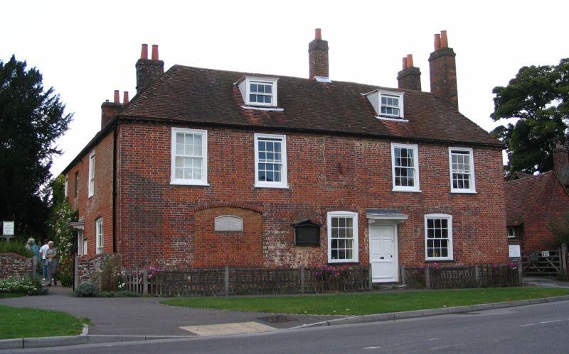 Il cottage di Chawton dove la Austen visse alcuni anni della sua vita, ora è il Jane Austen's House Museum.