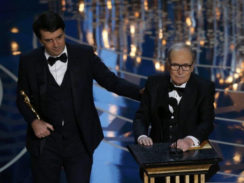 Ennio Morricone con l'Oscar