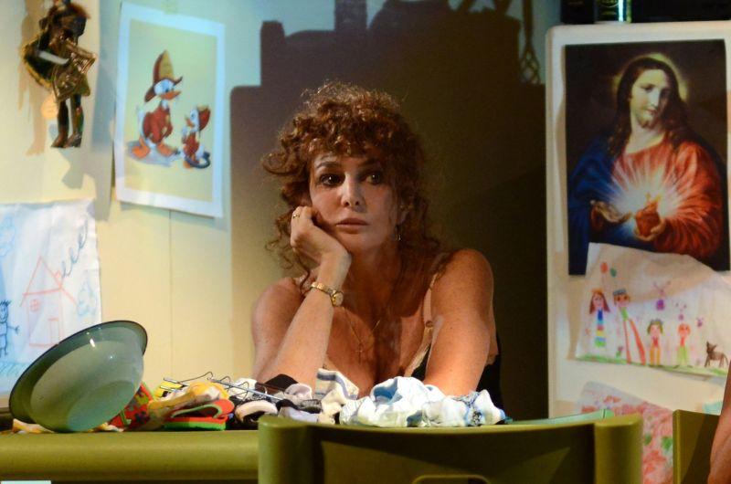 """Giuliana De Sio in scena con """"Notturno di Donna con Ospiti"""" (foto di Federico Riva)"""
