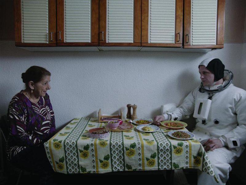 Tassadit Mandi e Michael Pitt (© 2015 La Camera Deluxe - Maje Productions - Single Man Productions - Jack Stern Productions - Emotions Films UK - Movie Pictures - Film Factory)