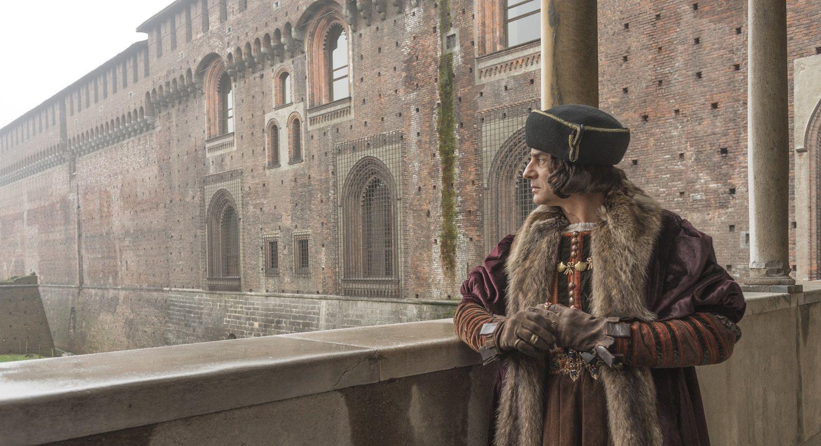 Vincenzo Amato nel ruolo di Ludovico il Moro, sulla Ponticella del Castello Sforzesco. (Foto © Giovanni Hanninen per Codice Atlantico)