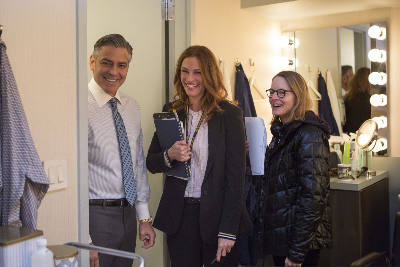 George Clooney con Julia ROberts e Jodie Foster sul set