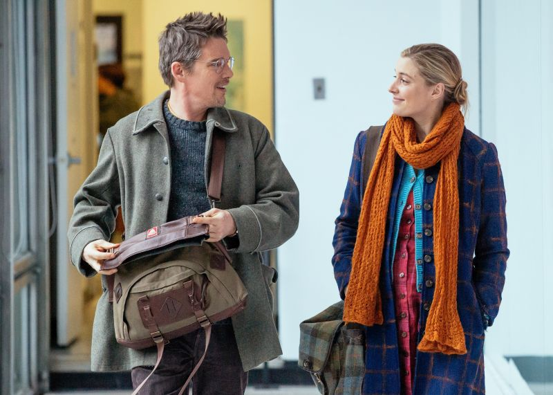 Ethan Hawke (John) e Greta Gerwig (Maggie)