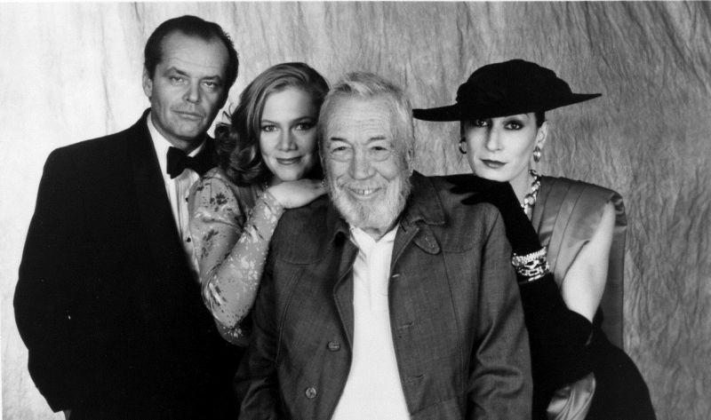 """John Huston tra Jack Nicholson e la figlia Angelica sul set di """"L'Onore dei Prizzi"""" (1985)"""