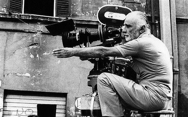 """Mario Monicelli sul set di """"Camera D'Albergo"""" (1981, Image by Cat's Collection/Corbis)"""