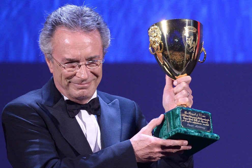 Oscar Martinez con la Coppa Volpi